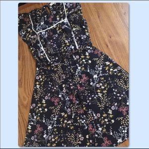 Monteau Dress Black & Floral Ruffled Small